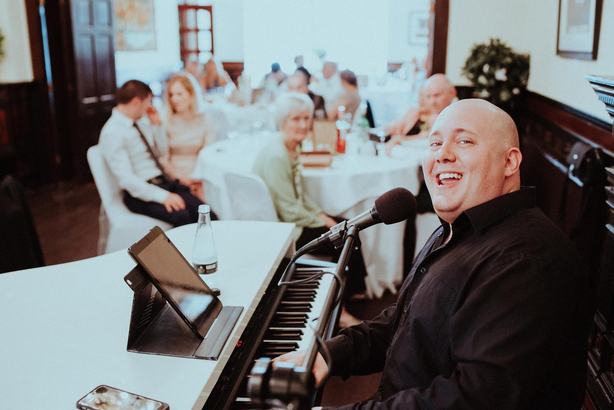 While you enjoy your first meal as a married couple The Piano Guy is keeping the ambience alive.  Whether you want a peaceful romantic meal or a fun party atmosphere book the piano guy!  Of course it is always.....always LIVE!!